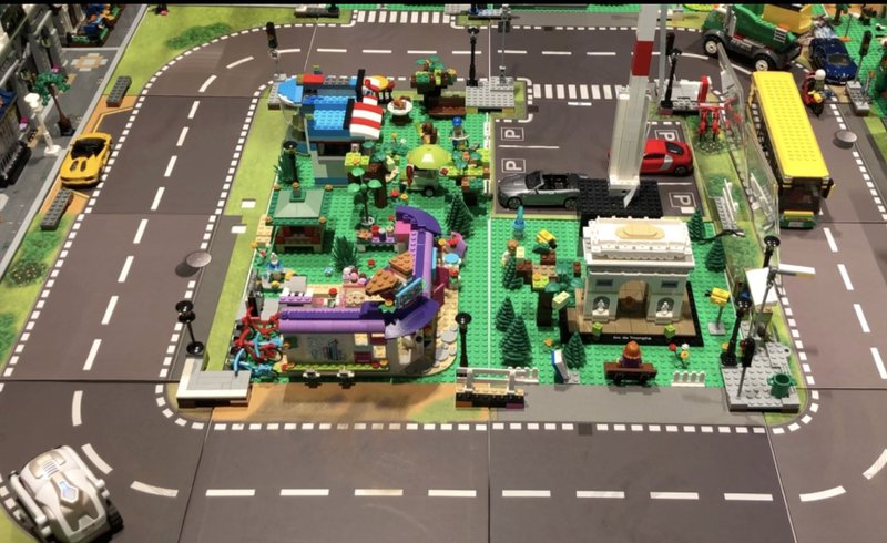 A smart city building of of IoT embedded Lego